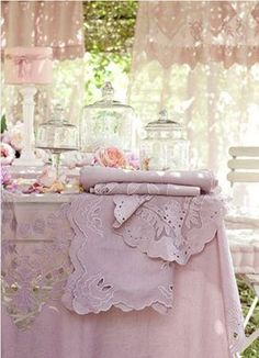 10 Enterprising Cool Tips: Shabby Chic Chairs Reading Corners shabby chic wall decor quotes.Shabby Chic Home Decorating shabby chic garden patio. Cottage Shabby Chic, Shabby Chic Mode, Style Shabby Chic, Shabby Chic Vintage, Shabby Chic Living Room, Shabby Chic Bedrooms, Shabby Chic Kitchen, Shabby Chic Furniture, Shabby Chic Decor