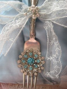 Make for Rachel and Ella for kitchen recipes - Ana Rosa Spoon Art, Azul Tiffany, Spoon Jewelry, Vintage Crafts, Vintage Ideas, Vintage Decor, Silver Spoons, Do It Yourself Home, Marie Antoinette