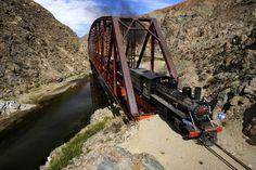 """""""La Trochita"""" cruzando el puente patagónico sobre el Río Chico en la provincia de Chubut - Argentina"""