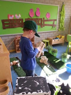 In de boerderijhoek kleuters. Dramatic Play Area, Farm Theme, Down On The Farm, Class Activities, Fauna, Garden Crafts, Diy For Kids, Preschool, Kids Rugs