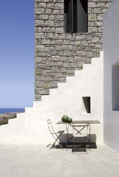Secret passing - architect house / passage secret devant la maison d'architecte | More photos http://petitlien.fr/maisonarchigrece