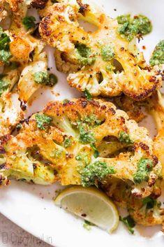 Roasted Cauliflower Steaks, Vegetarian Steak, Vegetarian Entrees, How To Cook Cauliflower, Cauliflower Recipes, Cauliflower Pizza, Veggie Dishes, Vegetable Recipes, Side Dishes