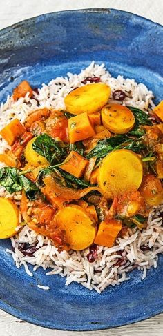 Iranian vegetable stew, served with fragrant basmati rice with cranberries - - Unique Recipes, Easy Healthy Recipes, Vegan Recipes, Easy Meals, Ethnic Recipes, Cooking Box, Vegetarian Stew, Stewed Potatoes, Cranberry Recipes