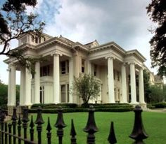 The Garden District, home of many of the Sullivans and Deschanels