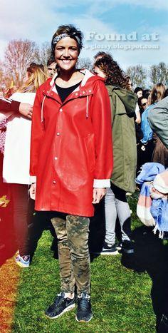 Vintage raincoat Girls Wear, Women Wear, Imper Pvc, Red Raincoat, Rubber Raincoats, Langer Mantel, Raincoats For Women, Rain Wear, Jackets