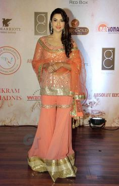 Gauahar Khan at Vikram Phadnis Anniversary Show : Gauahar looked beautiful in Vikram Phadnis gharara with nicely twisted hairstyle and makeup. The bit altering would have perfected the look but. Indian Bridal Outfits, Indian Bridal Lehenga, Indian Bridal Wear, Pakistani Bridal Dresses, Indian Dresses, Asian Bridal, Bridal Gowns, Sharara Designs, Indian Designer Wear