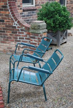French garden chairs - fermob luxembourg tuin in 2019 Ikea Garden Furniture, Modern Outdoor Furniture, Furniture Repair, Furniture Making, Outdoor Seating, Outdoor Chairs, Outdoor Decor, Garden Chairs For Sale, Garden Coffee Table