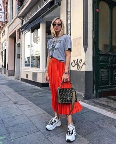 Astonishing Sneaker Outfits Ideas To Make Your Look Sneakers Outfit Summer, Sneaker Outfits, Skirt And Sneakers, Sneakers Street Style, Sneakers Fashion Outfits, Casual Summer Outfits, Mode Outfits, Stylish Outfits, Spring Outfits