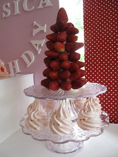 strawberry tree w/ whipped cream for dipping Strawberry Tree, Strawberry Patch, Strawberry Shortcake, Great Recipes, Favorite Recipes, Recipe Ideas, Party Time, First Birthdays, Birthday Cake