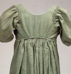 Detail of common woman's wool dress, Danish, early 19th century. Nationalmuseum, Copenhagen, nr. W23b.   The whole dress can be seen here: http://natmus.dk/historisk-viden/temaer/modens-historie/1790-1840/groen-chemisekjole/