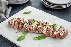 Hasselback-svinefilet med blåmuggost | Coop Mega Pork Dishes, Lchf, Pork Recipes, Love Food, Broccoli, Bacon, Grilling, Food Porn, Food And Drink
