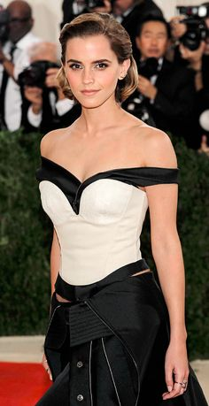 Emma Watson ♥ Klubed is the social media web application which purely falls under entertainment category. By logging in to this we can create fan clubs for our favorite celebrity, sport person, community, places, books, musicians and other interests. We can also share photos with members who have followed our club. www.klubed.com