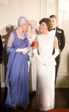 First Lady Mrs Jacqueline Kennedy WithEdna Diefenbaker Canada  1961.http://en.wikipedia.org/wiki/Edna_Diefenbaker  http://en.wikipedia.org/wiki/Jacqueline_Kennedy_Onassis  ❤❤❤ ❤❤❤❤❤❤❤