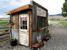 "If Sharon has her craft shop at the Solaas B & B (and she does), then Roger gets his roadside produce shack. I love the door Roger came up with on his ""Farm Stand"". ~~~~~~~~~~~~~~~~~~~~~~~ The Solaas Bed & Breakfast ""story"": Six years ago, in June Vegetable Stand, Vegetable Garden, Bude, Produce Stand, Tiny House Blog, Farm Projects, Farm Store, Fruit Stands, Market Garden"