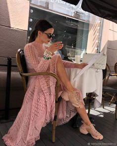 via Everyday Fashion Style Paris Chic, Paris Style, Mode Crochet, Crochet Style, Parisienne Chic, Queen Dress, Street Style, Crochet Fashion, Lace Knitting