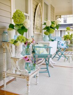Looking for some porch decor inspiration? These 30 perfect porches will inspire you to spend some time outside surrounded by nature. Creative Shabby Chic Porch Decor Designs You Can Do Yourself For Your Outdoor Spaces Casas Shabby Chic, Shabby Chic Stil, Shabby Chic Homes, Vintage Shabby Chic, Vintage Vases, Vintage Stil, Vintage Mirrors, Vintage Theme, Vintage Inspired