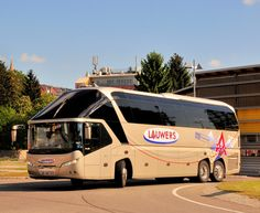 Neoplan Starliner von Lauwers Reisen aus Belgien am 8.Mai 2014 in Krems gesehen.