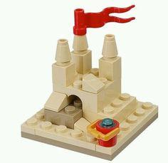 Lego challenges: build a sandcastle Lego Toys, Lego Duplo, Legos, Lego Beach, Harry Potter Advent Calendar, Lego Advent, Micro Lego, Lego Challenge, Lego Craft