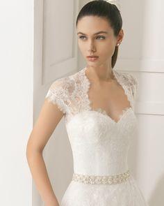 EVITA Vestido de novia de encaje y pedrería. Colección Rosa Clará Two 2016