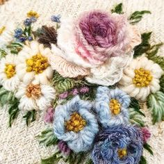 @buni_1226 • Instagram 사진 및 동영상 Embroidered Roses, Needle And Thread, Embroidery Designs, Floral Wreath, Wreaths, Crochet, Flowers, Projects, Versailles