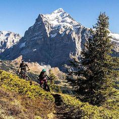 Biken vor dem grandiosen Anblick des Wetterhorns  Grindelwald machts möglich #mtbswitzerland via  @ben.wurmser #springiscoming #outsideisfree #mtb #thatviewthough