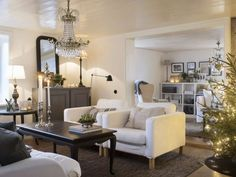 Bytte nyrenoverat i Trollhättan mot ett ruckel Carriage House, Oversized Mirror, Interior Decorating, Villa, Chandelier, Shelves, Couch, Ceiling Lights, Living Room