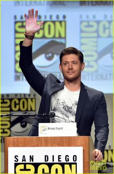 Jensen Ackles & Jared Padalecki Greet Fans at Comic-Con!