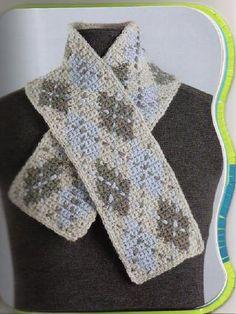 Ath. þetta er blað, skoða betur, fullt af treflum      http://issuu.com/lesliss/docs/crochet-scarves/1