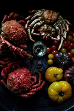 ♂ Still life food styling photography spider crab & tomatoes