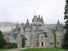 Beautiful Castles, Beautiful Buildings, Beautiful Places, Scotland Castles, Scottish Castles, Castle House, Castle Ruins, Monarch Of The Glen, Chateau Medieval