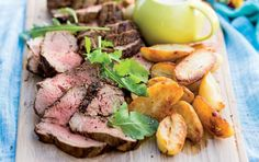 Easy rare roast beef, great for the festive season. Pair with seasonal veggies - the potatoes are merely an illusion ;-) Re-pin for later!