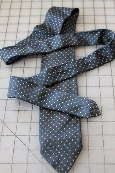 Alix from Mamaka Mills shares how to prepare silk ties when incorporating them into a memory quilt. The first step is brilliant though the thought of it makes me feel naughty. Go to the TUTE. Quilting Tips, Quilting Tutorials, Quilting Designs, Sewing Tutorials, Sewing Ideas, Sewing Hacks, Tie Crafts, Sewing Crafts, Sewing Projects