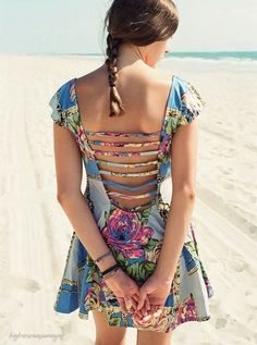 I love the pattern and the style of this dress!!!!!