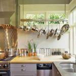キッチンは限られたスペースの中でたくさんのものを収納しなければならない場所です。料理をする時に機能的で見た目もオシャレにしたいですね。100均ショップのグッズで【キッチン収納】♪4つのステップ♡を紹介します。(2ページ目)