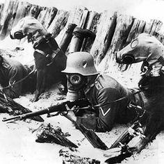 El uso de gas venenoso en la Primera Guerra Mundial fue una importante innovación militar. Los gases utilizados iban desde el gas lacrimógeno a agentes incapacitantes como el gas mostaza y agentes letales como el fosgeno. Esta guerra química fue uno de los principales elementos de la primera guerra global y también de la primera guerra total del siglo XX.