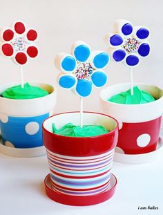 marshmallow flower cake pots...a great idea and a perfect gift!