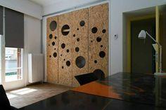 osb wardrobe doors w/ holes Chipboard Interior, Osb Wood, Porte Diy, Diy Furniture, Furniture Design, Oriented Strand Board, Interior Architecture, Interior Design, Design Design