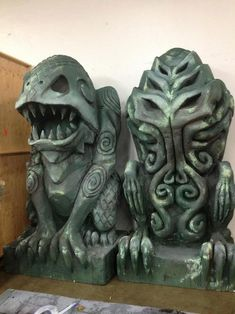 These gigantic idols of Dagon and Cthulhu are the work of Amber Arpin and Dave Helfrey. They were apparently used in a Lovecraft-themed Ha. Hp Lovecraft, Lovecraft Cthulhu, Statue En Bronze, Yog Sothoth, Lovecraftian Horror, Eldritch Horror, Horror Fiction, Call Of Cthulhu, Arte Horror