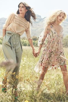 Taylor Hill poses in H&M ruffled blouse and sack pants. Frederikke Sofie wears floral embroidered dress in H&M's spring 2017 campaign. Look Fashion, Spring Fashion, Womens Fashion, Funny Fashion, Pastel Fashion, Fashion Ideas, Fashion Fotografie, Hippie Stil, Summer Outfits
