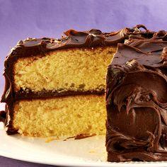 Super Moist Yellow Mayo Cake- cake mix and real mayonnaise for a moist cake! Mayonaise Cake, Chocolate Mayonnaise Cake, Box Cake Recipes, Cake Recipes From Scratch, Dessert Recipes, Moist Yellow Cakes, Moist Cakes, Vegetarian Cake, Box Cake Mix