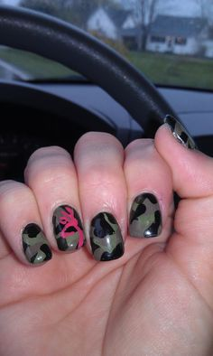 My camo nails I had done for the Deer show! Zeke would think I was the coolest mom ever :) - hairnbeautyz Love Nails, How To Do Nails, Fun Nails, Pretty Nails, Style Nails, Hunting Nails, Camo Nails, Camo Acrylic Nails, Camouflage Nails