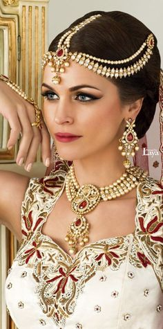 20 Ideas hairstyles indian bride india - All For Bridal Hair Indian Bridal Hairstyles, Trendy Hairstyles, Fashion Hairstyles, Asian Bridal Jewellery, Jewellery Uk, Jewelry, India Fashion, Fashion Fashion, Indian Beauty