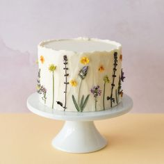 Pretty Birthday Cakes, Pretty Cakes, Cute Cakes, Beautiful Cakes, Amazing Cakes, Buttercream Decorating, Cake Decorating Designs, Cake Decorating Techniques, Spring Desserts