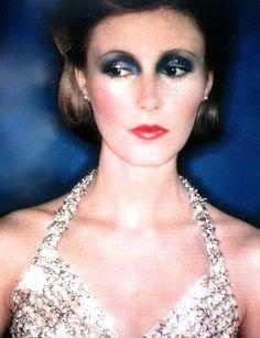 Robe France Faver, maquillage Jacques Clemente. ELLE (France) December 1972