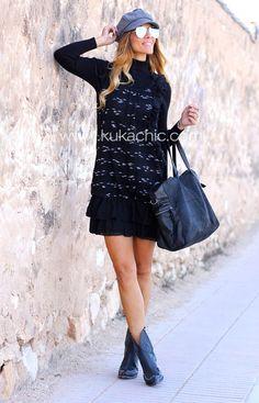 Likeprincessbykuka BLOG hace destacar nuestras #botas de flecos con este outfit.  #blogger #cherrycool #cherry #boots #botas #moda #cowboy #botascowboy