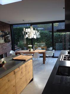 Küche mit Betonarbeitsplatte