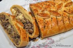 Finnish recipe with meat and mushrooms pie Savori Urbane Mushroom Pie, Mushroom Recipes, Romania Food, Finnish Recipes, Puff Pastry Recipes, World Recipes, Chicken Recipes, Good Food, Easy Meals