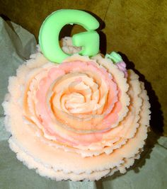 Vanilla cupcake with flower buttercream and marshmallow letter. #PopCake