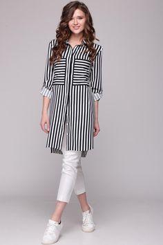With breast pockets Pakistani Fashion Casual, Pakistani Dress Design, Muslim Fashion, Fashion Wear, Look Fashion, Hijab Fashion, Fashion Outfits, Stylish Dress Designs, Stylish Dresses