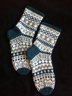 Ilga s socks pattern by nancy bush – Artofit Knitting Designs, Knitting Projects, Knitting Patterns, Crochet Patterns, Fair Isle Knitting, Knitting Socks, Hand Knitting, How To Start Knitting, Knitting For Beginners
